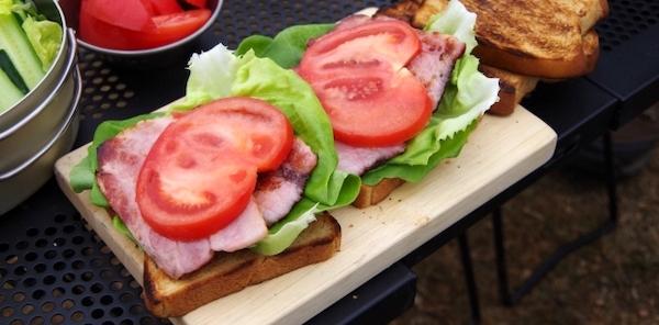 キャンプ 昼ごはん サンドイッチ