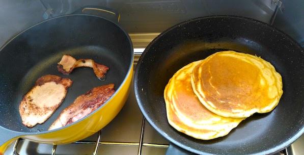 キャンプ 朝ごはん パンケーキ